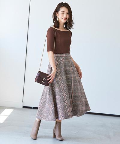 フェミニンムード漂うフレアシルエットのチェック柄スカート