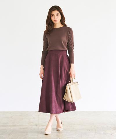 歩く度にふわりと揺らめく裾が、女性らしいボリュームフレアスカート