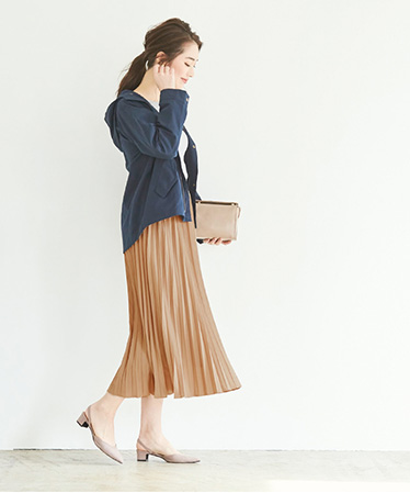 ふわりと広がる揺れ感が、エアリーで着映えするプリーツスカート